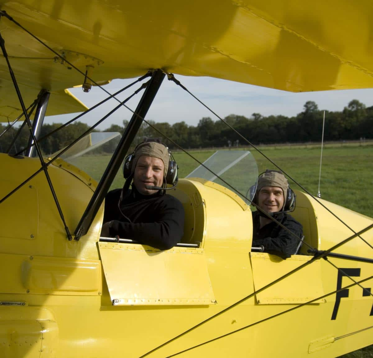 Frédéric and Raphaël in tha belgian plane called Stampe in Château-Thierry
