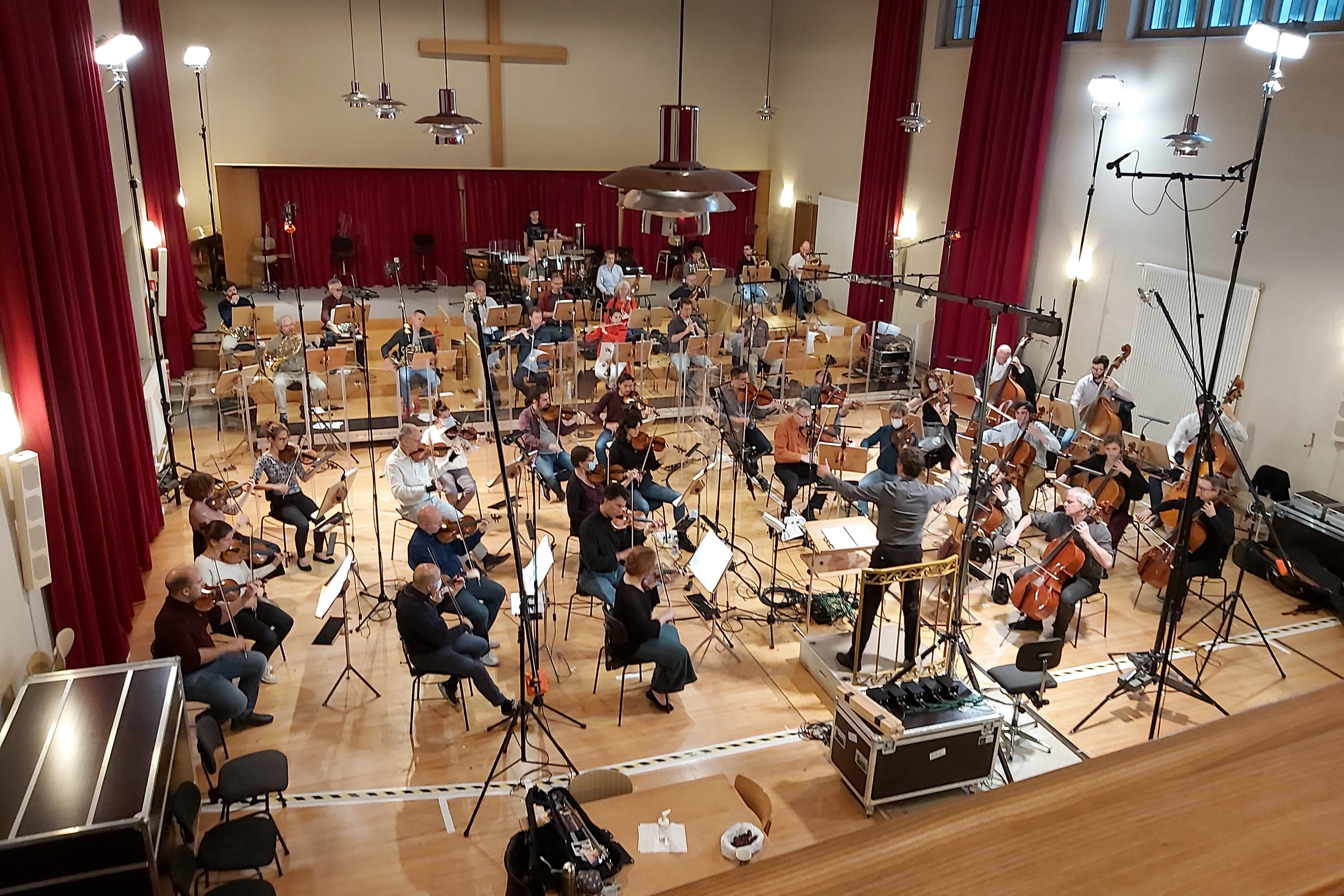 the Sinfonie Orchester Biel Solothung during the recording sessions